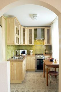Small Space Kitchen Design Suggestions Find Hints And Tricks For Making A Small  Kitchen Feel Open, Efficient And Comfortable. I Really, Really Like This ...