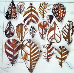 cut out leaves, leaf art by Jasmine Matus (via jasminematus) Art Et Nature, Deco Nature, Nature Crafts, Land Art, Atelier D Art, Natural Forms, Organic Forms, Art Plastique, Autumn Leaves