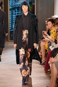 The complete Max Mara Resort 2016 fashion show now on Vogue Runway. Max Mara  ec4e2685e90
