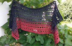 Der Schal kann beliebig lang und breit gehäkelt werden. Ich habe ihn zum Schluss zu einem Loop zusammen genäht.