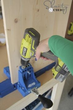 The gals at using their Kreg Jig to build a nightstand. Wood Shop Projects, Wooden Projects, Diy Pallet Projects, Backyard Projects, Wood Crafts, Diy Furniture Nightstand, Diy Furniture Easy, Furniture Projects, Furniture Makeover