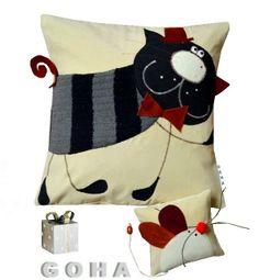 Cute aplique pillow DecoBazaar.com