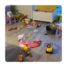 Wat er gebeurd als papa en mama werken  'Maar hij heeft wel lief gespeeld....' #peuter #spelen #speelgoed #rommelkontje