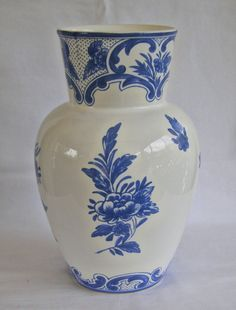 cobalt blue tiffany lamp | Tiffany & Company 1996 Tiffany Delft Cobalt Blue White Vase Made in ...