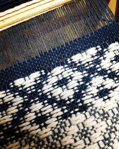 ☆weaving☆ #design #weaving #weave #loom #yarn #thread #création #grey #designtextile #tissage #fils #metiersdart #indigo #bleu #blue