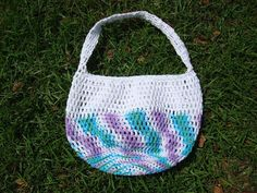 Since I am dyslexic (especially with numbers and counting) I prefer crocheting in a spiral.     This large bag works up in an evening si...