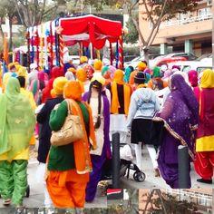 Celebración de la comunidad Sikh en Badalona, comida y procesión!  #barcelonainspiresme #celebracionsikh #wefindyourplace