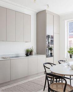 The Best Scandinavian Kitchen Decor Ideas Nordic Kitchen, Scandinavian Kitchen, New Kitchen, Beige Kitchen, Scandinavian Design, Medium Kitchen, Kitchen Furniture, Kitchen Interior, Kitchen Decor