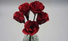 Ramo de rosas de cinta adhesiva