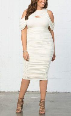 Beautiful plus size ruched dress. Trendy Plus Size Dresses, Plus Size Outfits, Rush Dresses, Bodycon Dress, Ruched Dress, Complete Outfits, Curves, Product Description, Beautiful