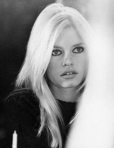 Brigitte Bardot la plus belle femme la plus sexy jamais née en France Bridgitte Bardot, Charlize Theron, Old Hollywood, Hollywood Stars, Hollywood Fashion, 70s Fashion, Hollywood Actresses, Cannes, Art Visage