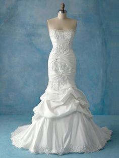 You need good curves for this Wedding Dress!