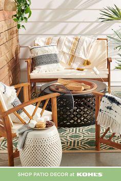 Tuscan decor – Mediterranean Home Decor Cozy Patio, Backyard Patio, Backyard Landscaping, Patio Design, Home Design, Interior Design, Tuscan Decorating, Porch Decorating, Semarang