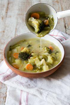 Gemüsesuppe mit Kokosmilch und Ingwer