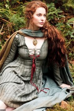 Esme Bianco as Ros in Games of Thrones (2011).