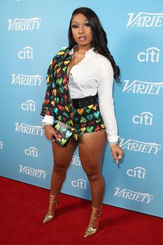 Megan Thee Stallion wears a Versace look on the red carpet at the Variety Hitmakers Brunch in Los Angeles on Dec. 7, 2019. #megantheestallion #redcarpet #versace #celebrity New Street Style, Red Carpet Looks, Kylie Jenner, Fashion Photo, Kendall, Evolution, Versace, That Look, Brunch