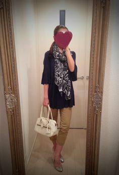 Navy blue shirt, beige skinny, white bag, silver heels, printed scarf - http://ameblo.jp/nyprtkifml