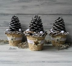 Sculpting Christmas decorations for joy. Sculpting Christmas decorations for joy. Rustic Christmas, Christmas Art, Christmas Projects, Winter Christmas, Handmade Christmas, Christmas Wreaths, Christmas Ornaments, Pine Cone Crafts, Holiday Crafts