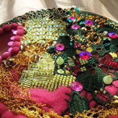 #birb.studio #embroidery #details #tambourbeading #haftręczny #tamborek #handmade #rękodzieło #dodomu #wystrójwnętrz #interior #prezent #handmadegift #weddinggift #rękodzieło #prezentślubny Diy Ideas, Embroidery, Decorating, Crafts, Needlework, Needlepoint, Decoration, Embroidery Store, Craft Ideas