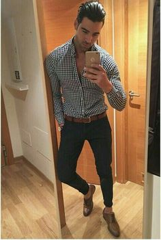 This is a perfect example of a bad fashion sense, look at those slim trousers, it shouldn't be so skinny, and it shouldn't be so high Mens Fashion Summer Outfits, Mens Fashion Blazer, Trendy Mens Fashion, Casual Wear, Casual Outfits, Men Casual, Bad Fashion, Fashion Sale, Fashion Outlet