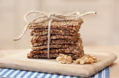 Knekkebrød med valnøtter, love these! Baking Recipes, Whole Food Recipes, Healthy Recipes, Norwegian Food, Edible Gifts, Iftar, Healthy Baking, Healthy Food, Everyday Food