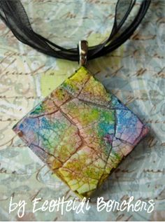 mosaic technique with wood pendant, egg shells and alcohol inks! Alcohol Ink Painting, Alcohol Ink Art, Eggshell Mosaic, Jewelry Crafts, Handmade Jewelry, Egg Shell Art, Egg Crafts, Easter Crafts, Holiday Crafts