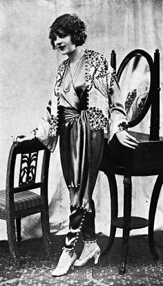 Pyjama en crêpe satin tango. Création de The White House, 1928.