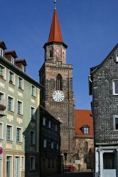 Fürth is a very pittoresque town worth visiting. My mom was born in this town.