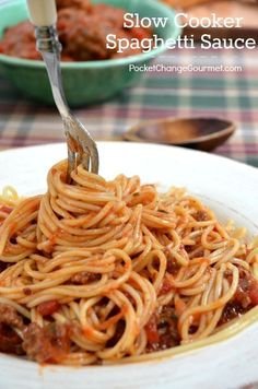 Slow Cooker Spaghetti Sauce | Perfect busy weeknight dinner | Recipe on PocketChangeGourmet.com