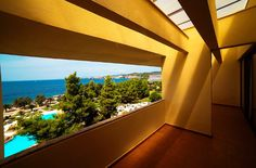 Easter Vacation, Innovative Architecture, Spa Center, Walter Gropius, Famous Architects, Hotel Spa, Beach Resorts, Bauhaus, Facade