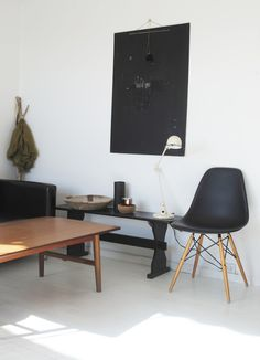 The classic Eames plastic side chair from Vitra looks great in any place. Black Eames Chair, Eames Chairs, Modern Interior, Interior Architecture, Interior Design, Interior Ideas, Interior Styling, Black Wood Floors, Home Decor Inspiration