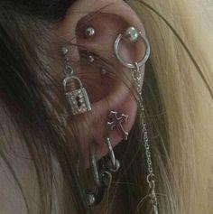Faux conch earring - cartilage earring, ear cuff, no piercing, fake conch hoop - Custom Jewelry Ideas Jewelry Tattoo, Ear Jewelry, Cute Jewelry, Jewelry Accessories, Jewlery, Pretty Ear Piercings, Tongue Piercings, Catty Noir, Grunge Jewelry