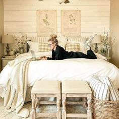 How to Get Organized with Vintage Decor. Simple ideas to use vintage decor to organize everyday items your home! Summer Bedroom, Cozy Bedroom, Bedroom Sets, Bedroom Decor, Cottage Bedrooms, Master Bedroom, Guest Room Decor, Decorating On A Budget, Beautiful Bedrooms