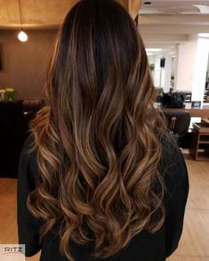 , Morena Iluminada Sunset Fire 🔥 Von Eduardo Levi Search engine cube que las españolas not any envejecen, sino qui se vuelven rubias. Brown Hair Balayage, Brown Hair With Highlights, Cabelo Ombre Hair, Gorgeous Hair Color, Brunette Hair, Hair Looks, Dyed Hair, Hair Inspiration, Curly Hair Styles