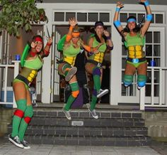 10 Creative Group Halloween Costume Ideas In college, we all know what what October means. And what could you do to make this the most memorable Halloween to date? A group Halloween costume! 90s Halloween Costumes, 90s Costume, Costume Ninja, Zombie Costumes, Diy Costumes, Homemade Costumes, School Costume, Awesome Costumes, Women Ninja Turtle Costume