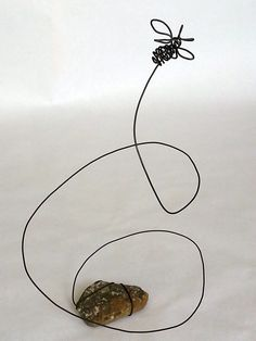"Lisa Fedon – ""Insects"" 365 Days of Wire Sculpture Lisa Fedon – ""Insekten"" 365 Tage Drahtskulptur Wire Crafts, Metal Crafts, Wire Art Sculpture, Wire Sculptures, Chicken Wire Sculpture, Abstract Sculpture, Bronze Sculpture, Home Decoracion, Bee Art"