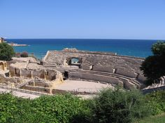 When traveling between Barcelona and Valencia by car or by train, here are some travel tips for a day (or two) in Tarragona, Spain. If you just want to see the historic sites, touring Tarragona ca… Pula, Balearic Sea, Barcelona 2017, Rome, Mediterranean Sea, Spain Travel, Historical Sites, World Heritage Sites, Cool Places To Visit