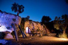 Gli eventi serali sono sempre quelli più emozionanti...l'esterno della chiesa illuminata dalle candele e dalle luci soffuse.