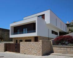 Parece uma moradia de sonho mas é uma casa bem portuguesa e…
