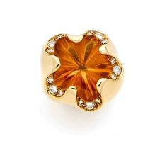 FRED RING of yellow gold and citrine cut in scalloped cinquefoil, underlined with brilliant cut diamond. Signed Fred Paris.