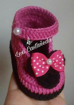 Zapatitos a crochet de minnie mouse