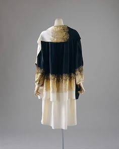 #Coat  Coco Chanel, 1927  The Metropolitan Museum of Art  gown women  #2dayslook #gown #gownfashion  www.2dayslook.com
