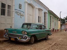 Car in Trinidad Cuba - Cuba – Wikipédia, a enciclopédia livre > Muitos dos carros clássicos chamados yank tank permanecem em uso desde os dias pré-revolucionários. Na imagem, um Chevrolet Bel Air de 1958 em uma das ruas da cidade de Trinidad.