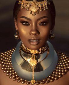 A feminilidade é inerente às mulheres e elas têm seu próprio modo de ser, mesmo em diferentes partes do planeta. Femininity is inherent in women, and they have their own way of being, even in different parts of the planet. Black Love Art, Black Girl Art, Black Girl Magic, Black Girls, African Beauty, African Women, African Fashion, Beautiful Dark Skinned Women, Beautiful Black Women