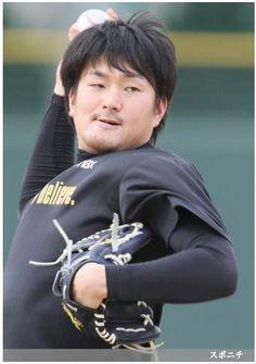 キャッチボールで汗を流す阪神・鶴 ― スポニチ Sponichi Annex 野球  (via http://www.sponichi.co.jp/baseball/news/2013/12/18/gazo/G20131218007221960.html )
