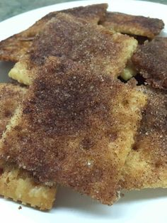 Cinnamon/sugar saltines ~Remember the days when your mom would make cinnamon toast bread? If you've got a few minutes, you can make a sheet of cinnamon sugar crackers that will last for days, and you won't be able to say no to them. Snack Mix Recipes, Yummy Snacks, Cookie Recipes, Delicious Desserts, Yummy Food, Snack Mixes, Savory Snacks, Pie Recipes, Easy Recipes