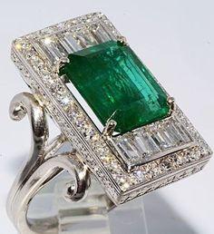 Art Deco Esmeralda Africana & Diamantes en anillo de Platino