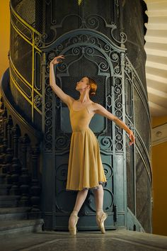 Darian Volkova mixes dance and architecture in her ballet photography series, where she captured ballerinas inside St. Petersburg's houses.