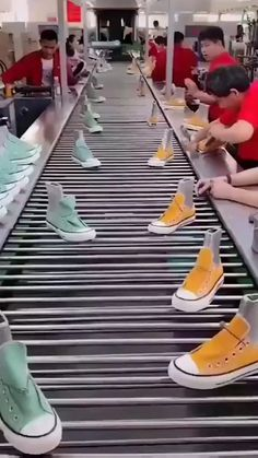 4 minutes of oddly satisfying Join the fun convo with community Diy Arts And Crafts, Fun Crafts, Creative Crafts, Oddly Satisfying Videos, Satisfying Things, Cool Inventions, Useful Life Hacks, Weird Facts, Creations