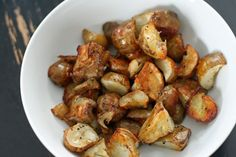 This Easy Roasted Sunchokes recipe is simple to make but filled with so much flavor. Enjoy these as a side dish when sunchokes are in season! Veggie Recipes, New Recipes, Vegetarian Recipes, Cooking Recipes, Favorite Recipes, Healthy Recipes, Yummy Recipes, Roasted Artichoke Recipe, Artichoke Recipes